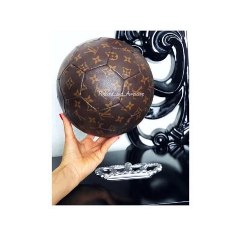 Футбольный мяч Louis Vuitton